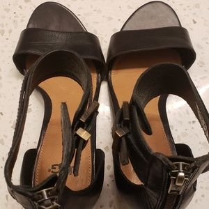 UGG size 7.5 wedge sandals